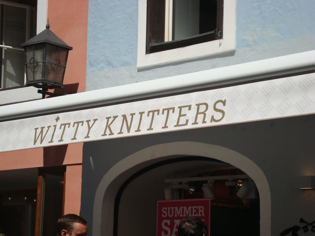 Jammer genoeg geen wolwinkel, maar een kledingzaak. En niet eens gebreide kleding!