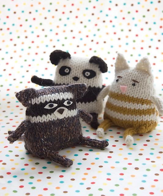 En wat te denken van deze gebreide knuffeltjes? Wat zijn ze leuk!! Het patroon staat in het boek Idiot's Guide: Knitting.