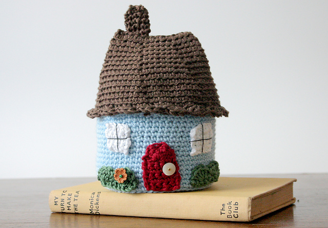 A cute cottage by Little Doolally, paid pattern.