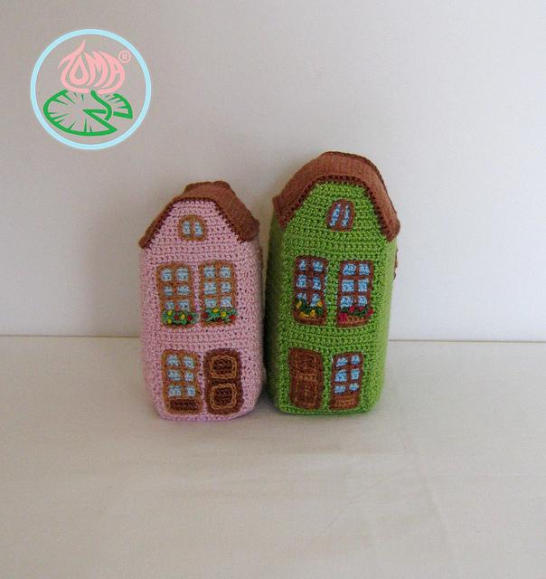 Houses with amazing detail, by Tamara Lazaridou, paid pattern.