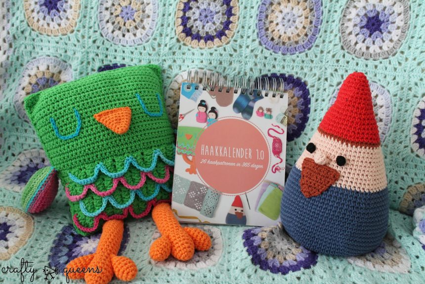 Breiclub haakkalender, with my owl on the left and my gnome doorstopper on the right